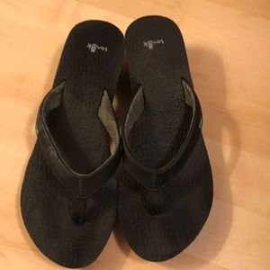 Sanuk slippers